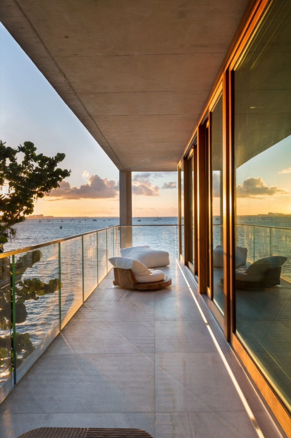 casa-bahia-the-villa-of-a-movie-director-in-miami-25