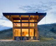 nahahum-the-cozy-house-aslope-the-hill-in-the-usa-1