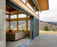 nahahum-the-cozy-house-aslope-the-hill-in-the-usa-13