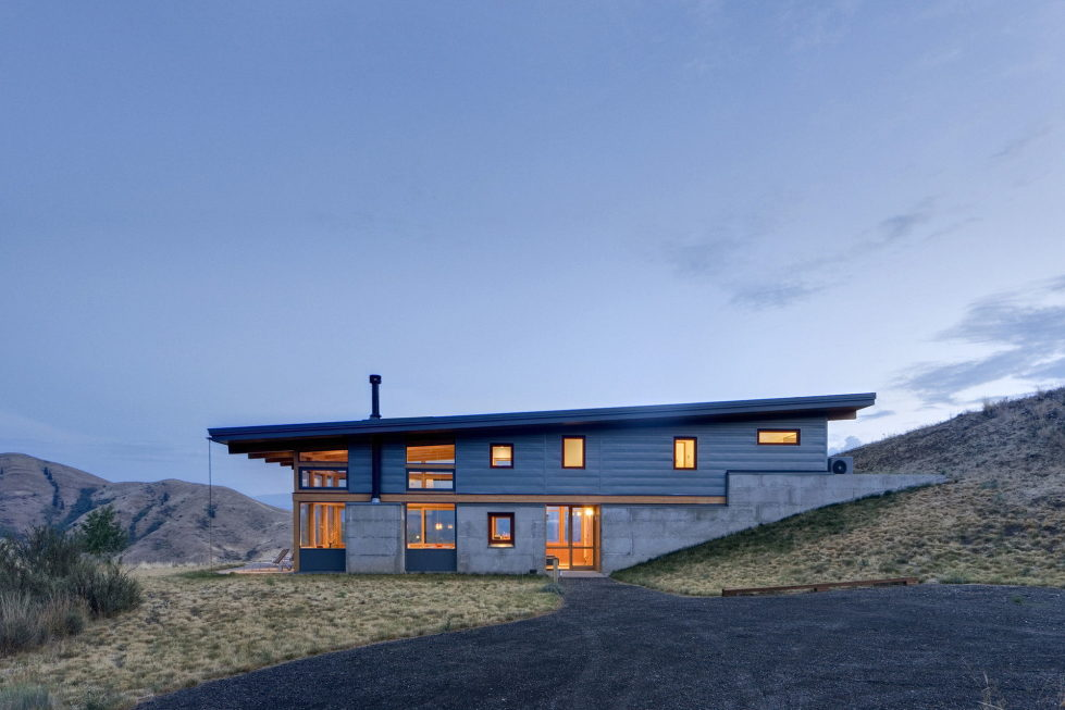 nahahum-the-cozy-house-aslope-the-hill-in-the-usa-16