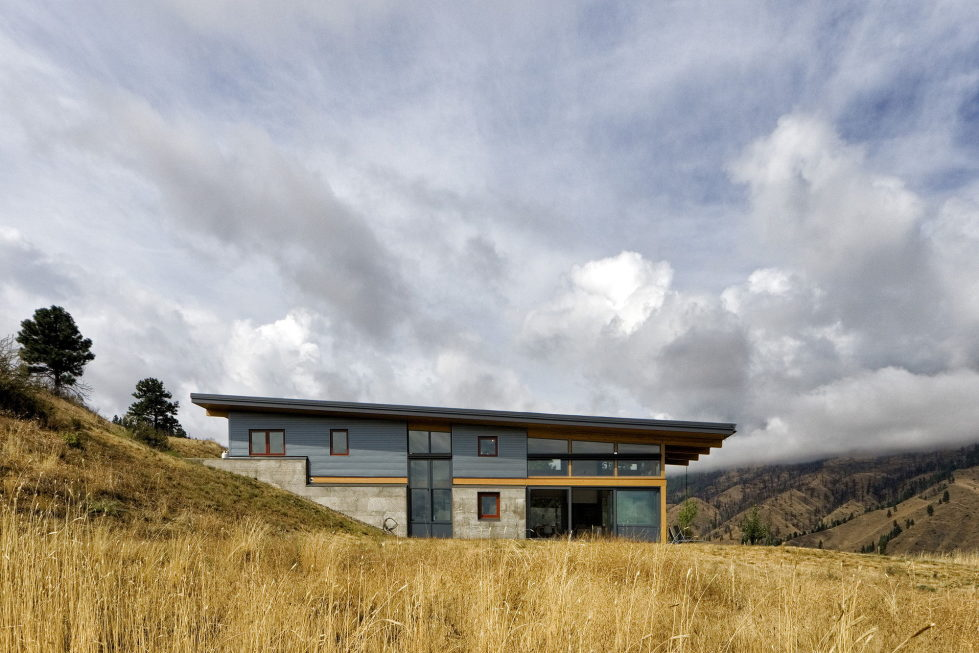 nahahum-the-cozy-house-aslope-the-hill-in-the-usa-2