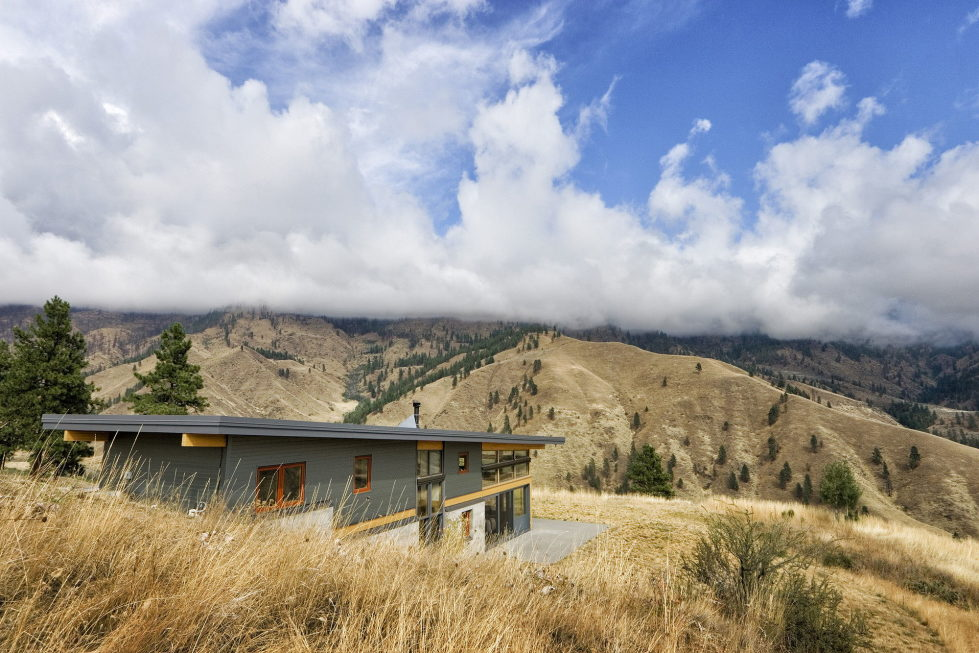 nahahum-the-cozy-house-aslope-the-hill-in-the-usa-21