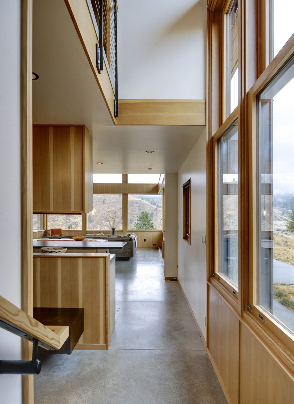 nahahum-the-cozy-house-aslope-the-hill-in-the-usa-26