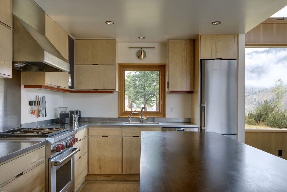 nahahum-the-cozy-house-aslope-the-hill-in-the-usa-6