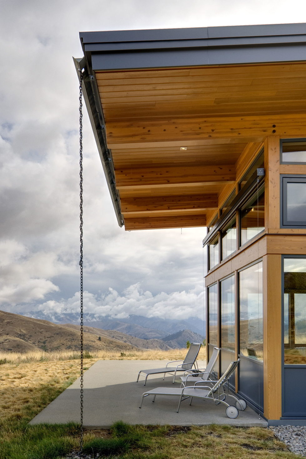 nahahum-the-cozy-house-aslope-the-hill-in-the-usa-7