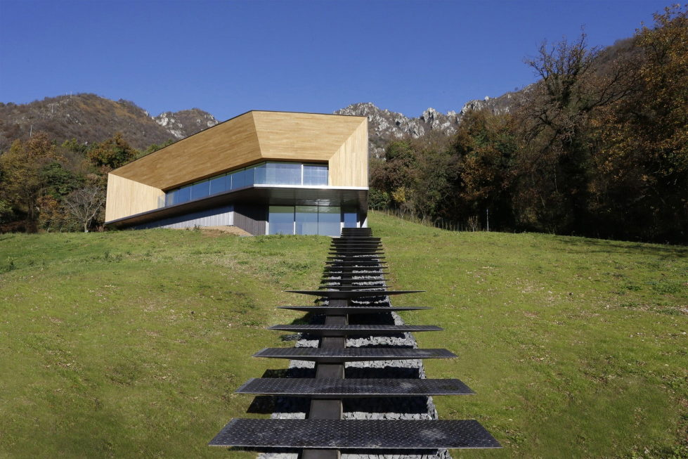 the-alpine-residence-in-italy-10