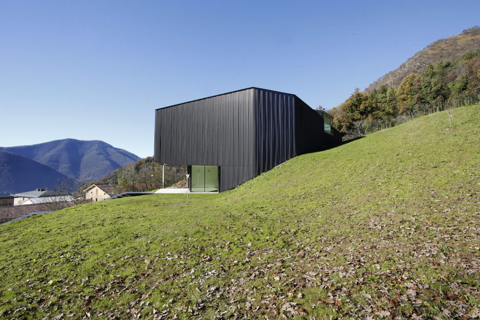 the-alpine-residence-in-italy-4