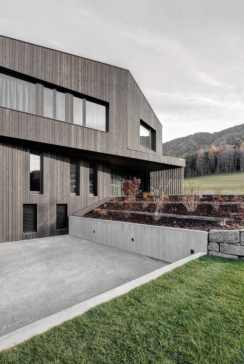casa-m-the-mountain-house-northern-italy-4