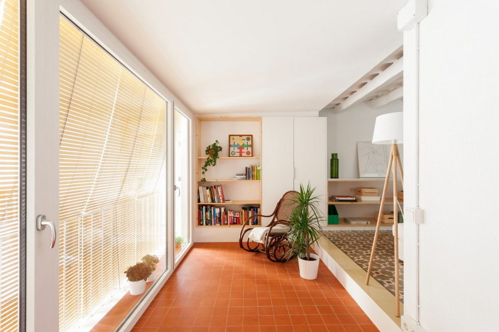 reconstruction-of-the-apartment-at-a-residential-district-in-barcelona-3