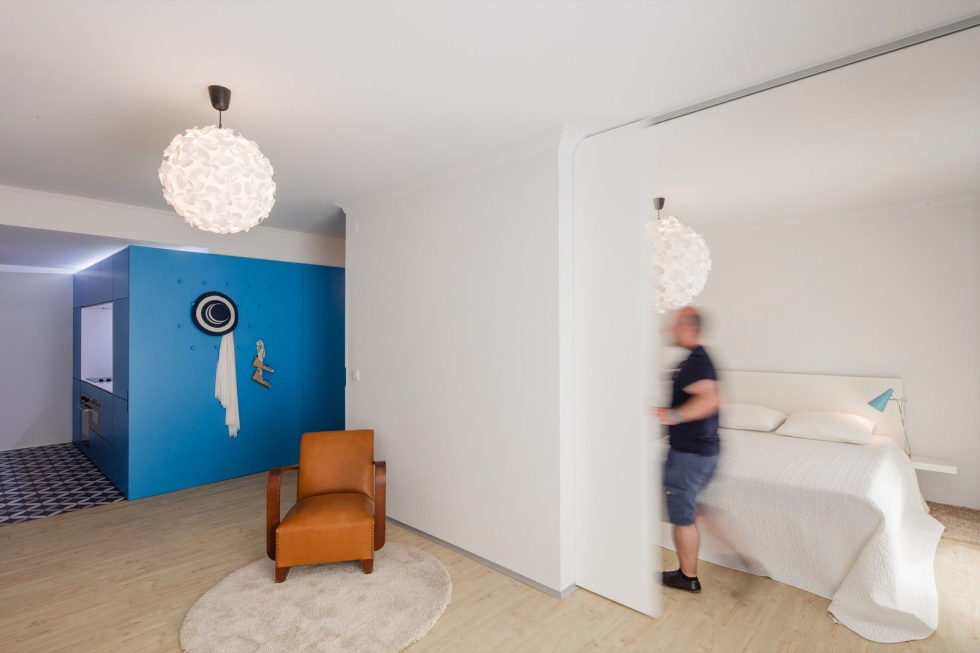 small-apartment-reconstruction-in-portugal-11