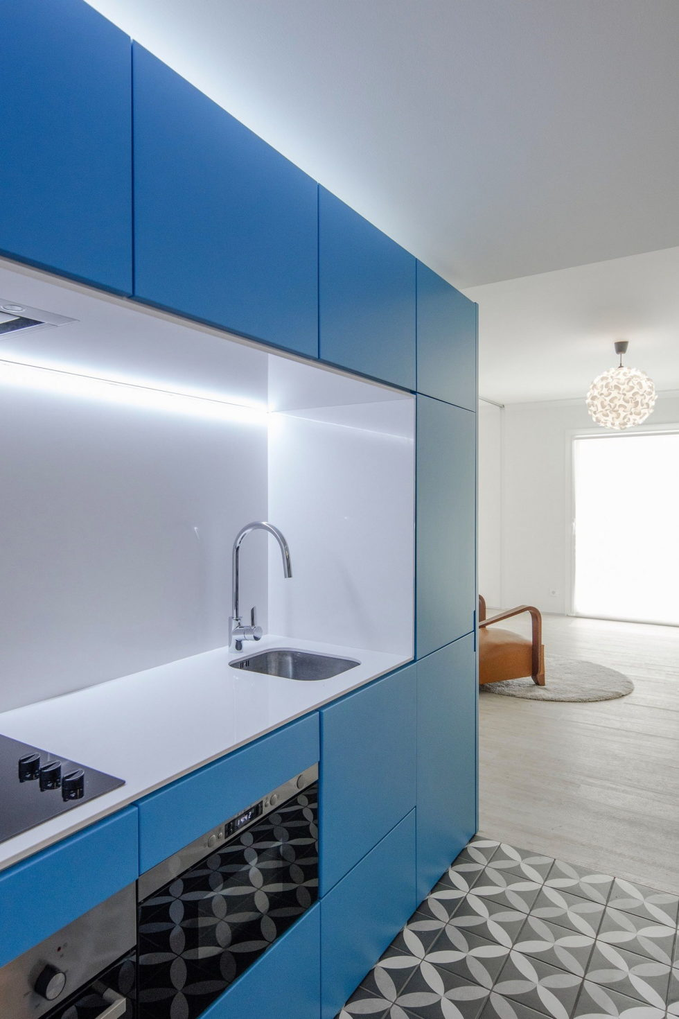 small-apartment-reconstruction-in-portugal-7