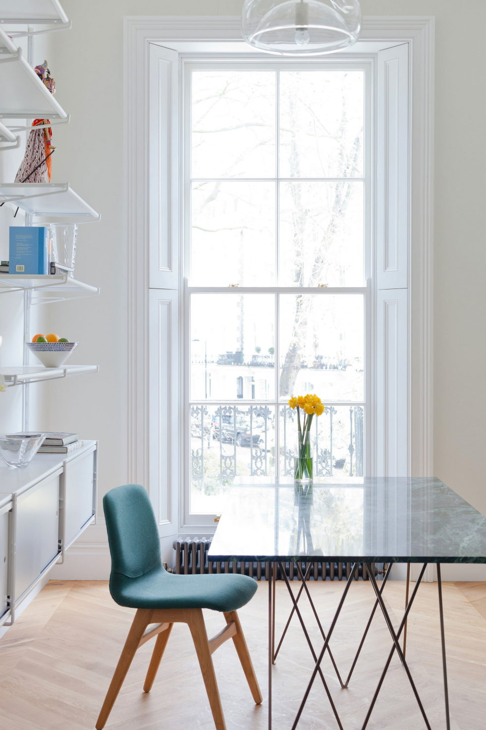 the-bright-and-cheerful-apartment-interior-london-6