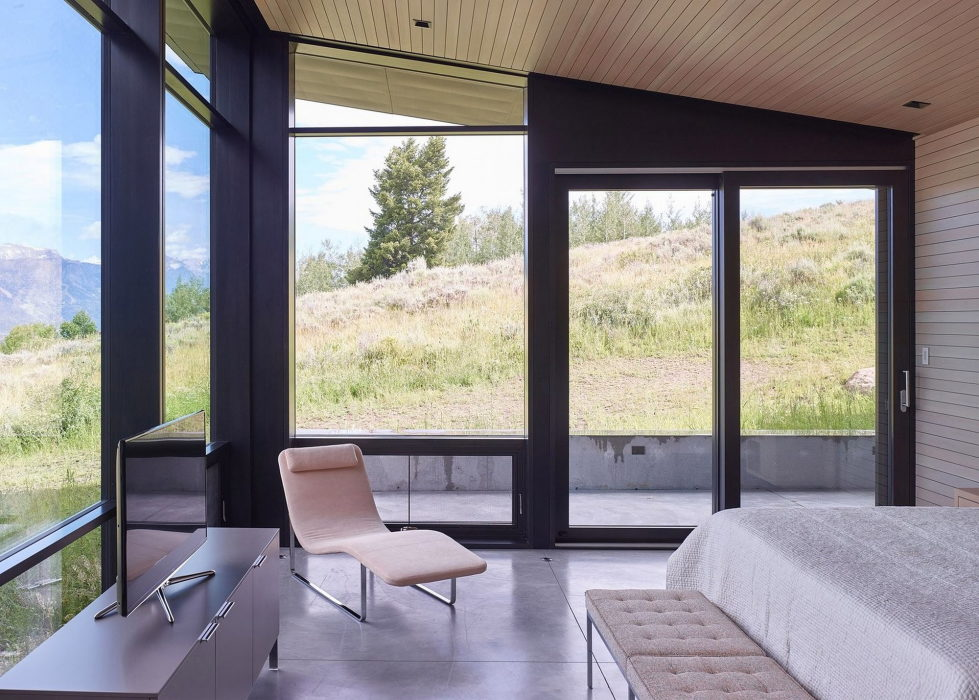 the-house-on-the-open-area-and-mountains-nearby-15