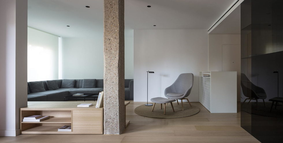 The Apartment with Sliding Panels in Valencia 1