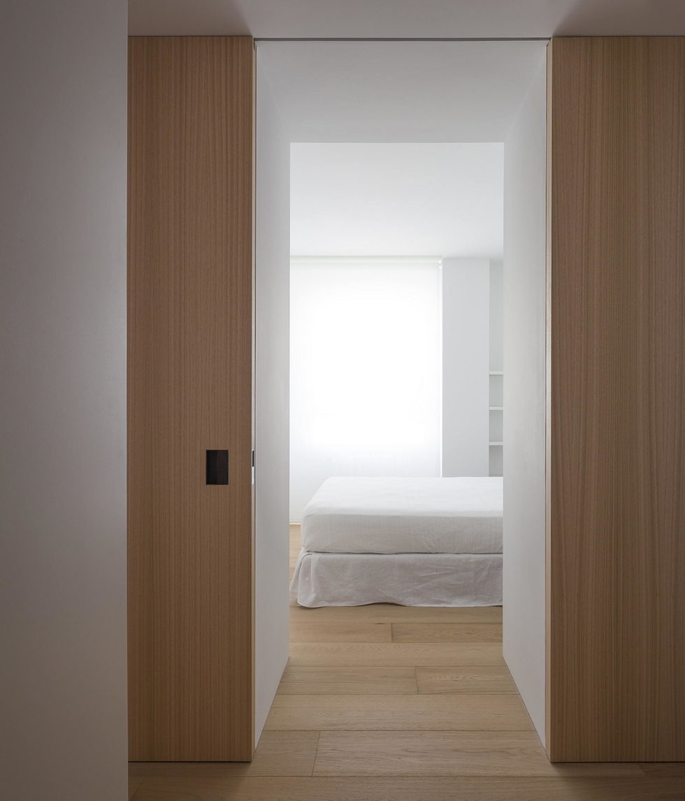 The Apartment with Sliding Panels in Valencia 12
