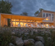 The Beach House On A Rivers Shore In Canada 6