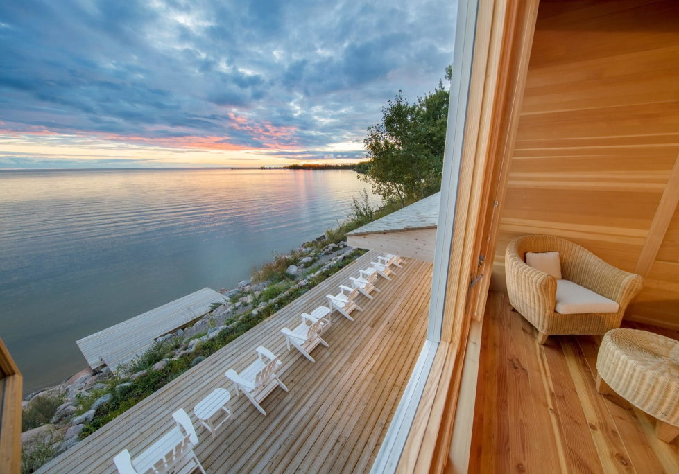 The Beach House On A Rivers Shore In Canada 7