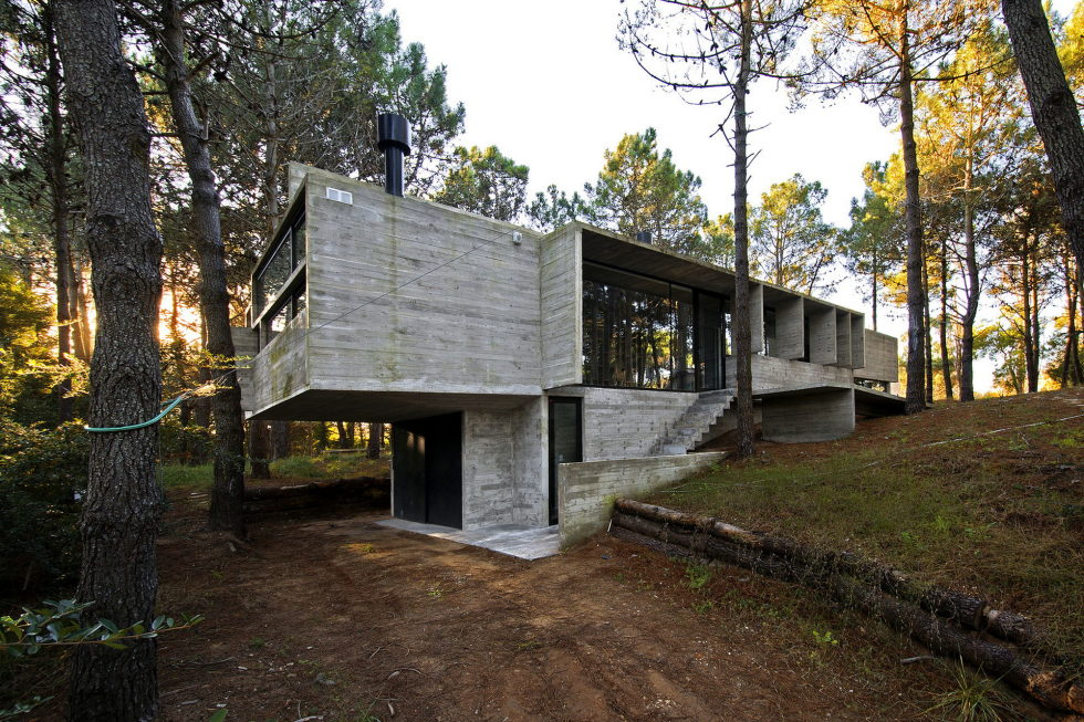 the-concrete-house-for-a-family-in-argentina-1