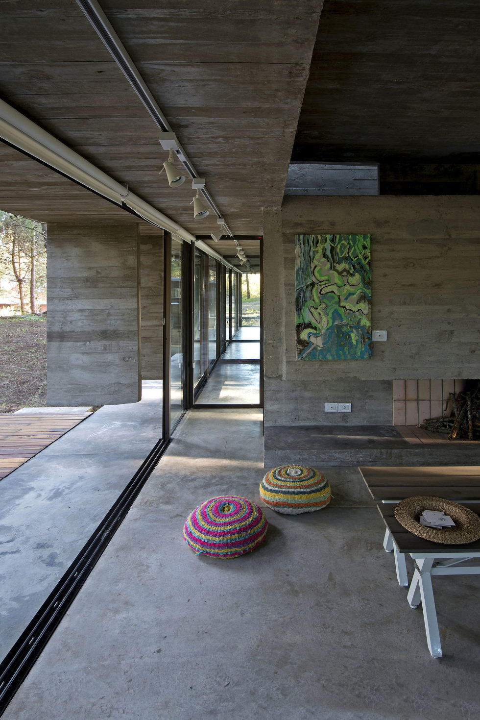 the-concrete-house-for-a-family-in-argentina-13