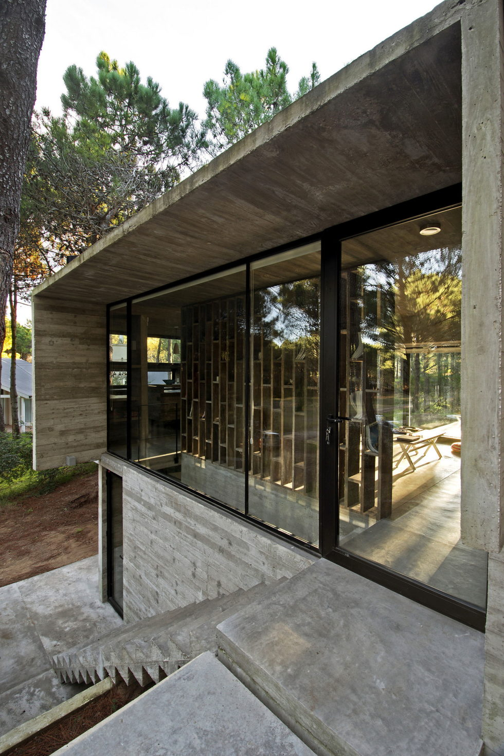 the-concrete-house-for-a-family-in-argentina-17