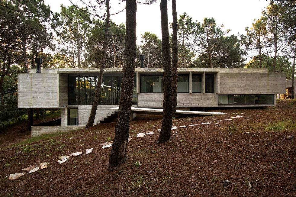 the-concrete-house-for-a-family-in-argentina-2