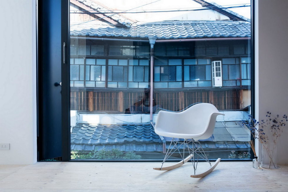 The House With Large Windows In Japan 10