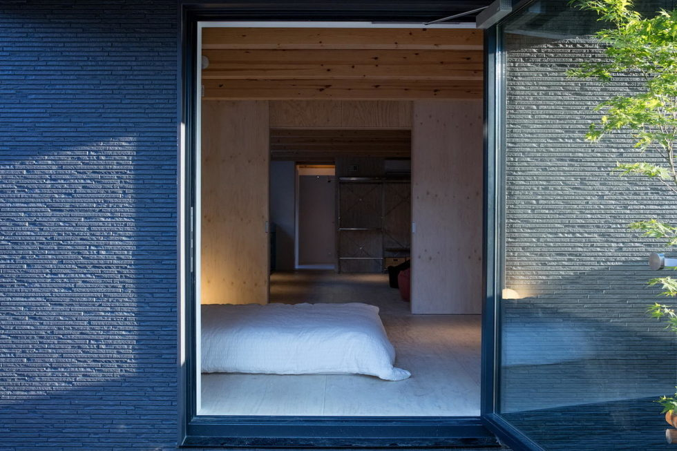 The House With Large Windows In Japan 2