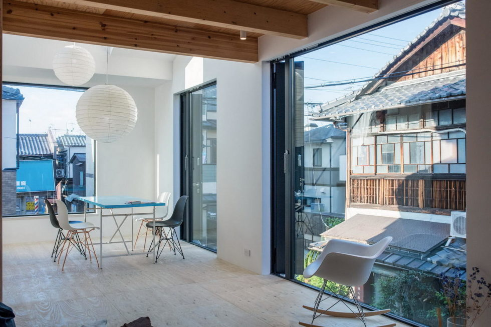 The House With Large Windows In Japan 7