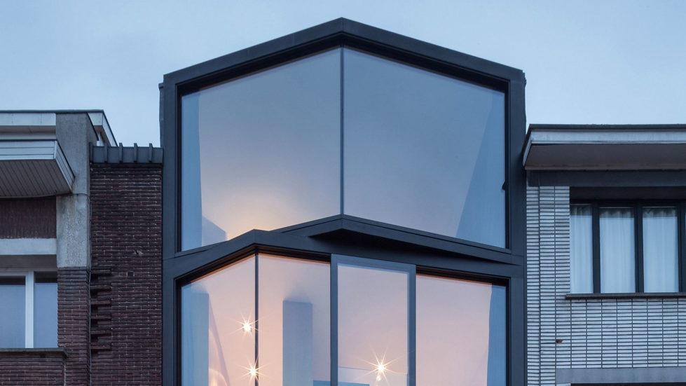 The House With Polyangular Glass Facade In Belgium 1