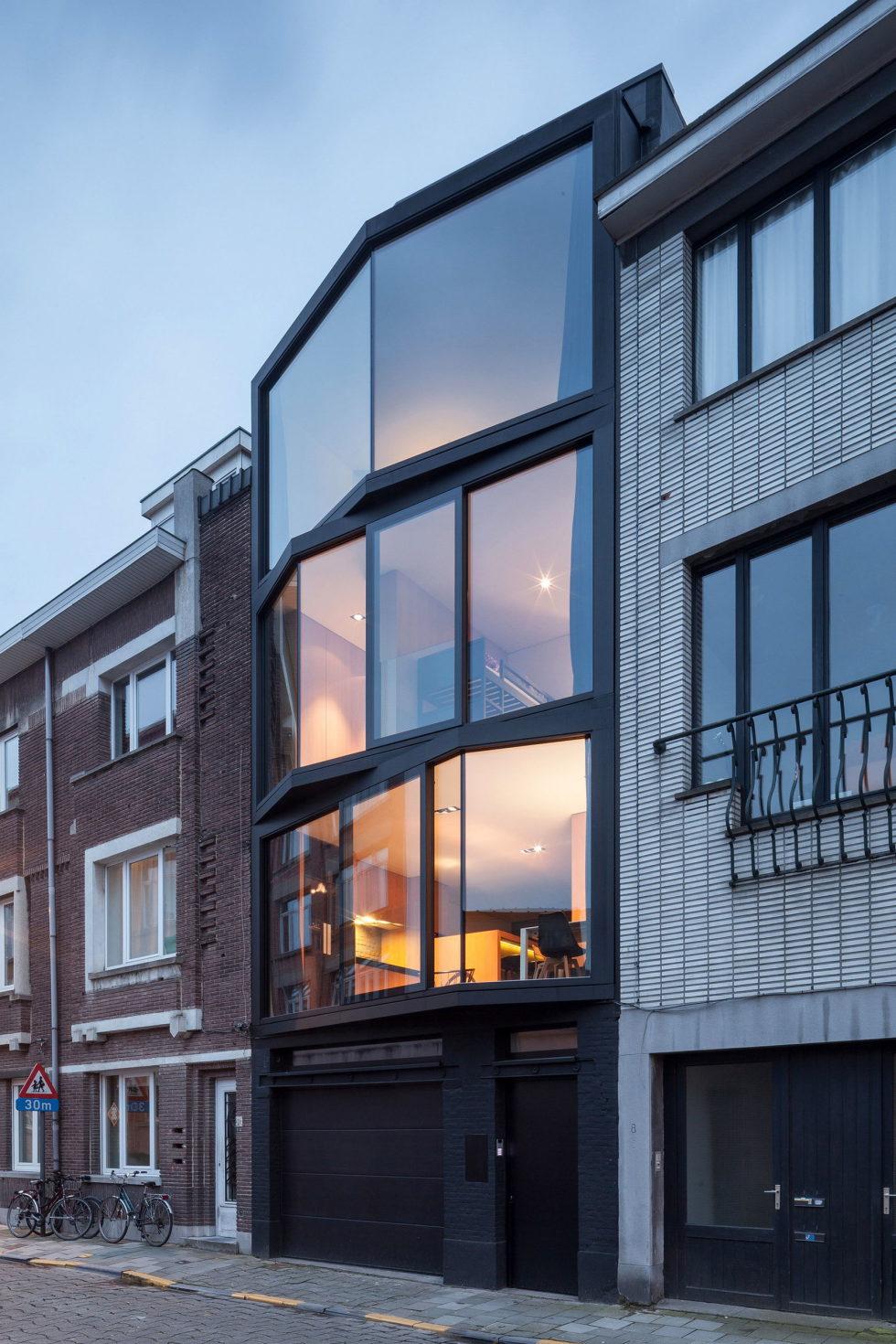The House With Polyangular Glass Facade In Belgium 2