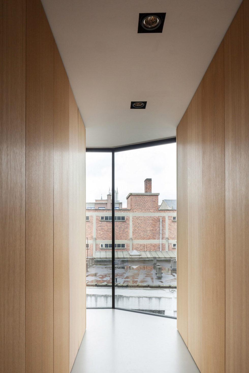 The House With Polyangular Glass Facade In Belgium 22