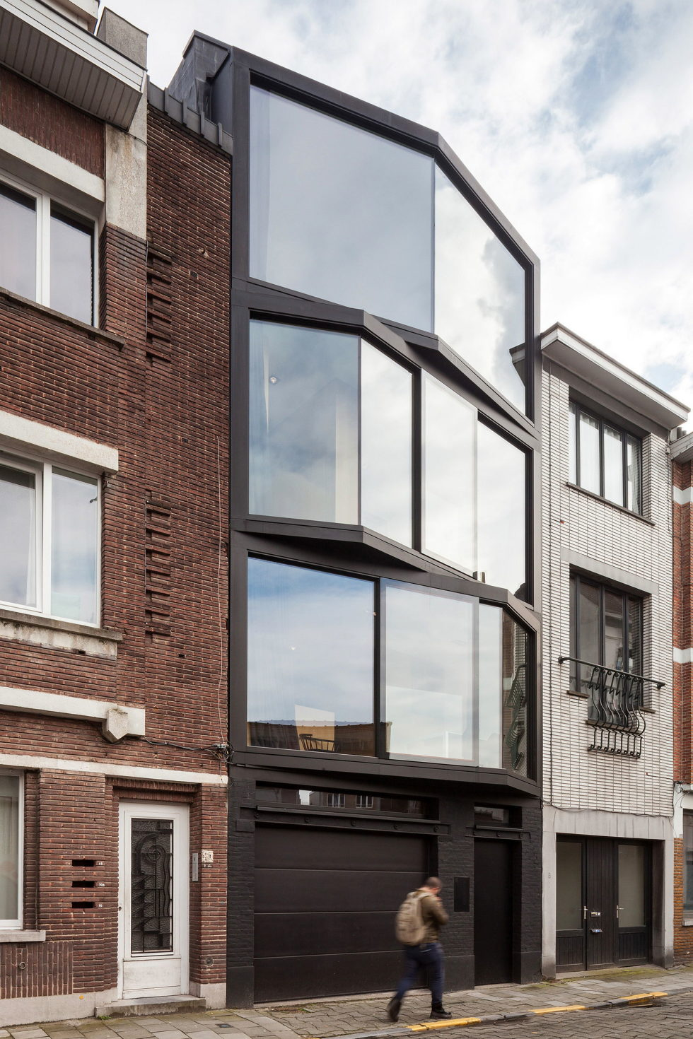 The House With Polyangular Glass Facade In Belgium 26