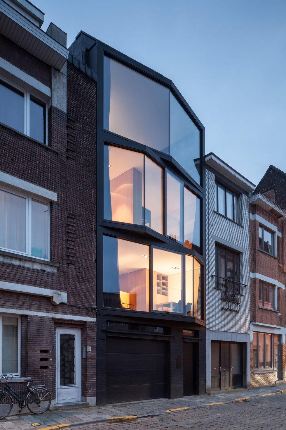 The House With Polyangular Glass Facade In Belgium 27