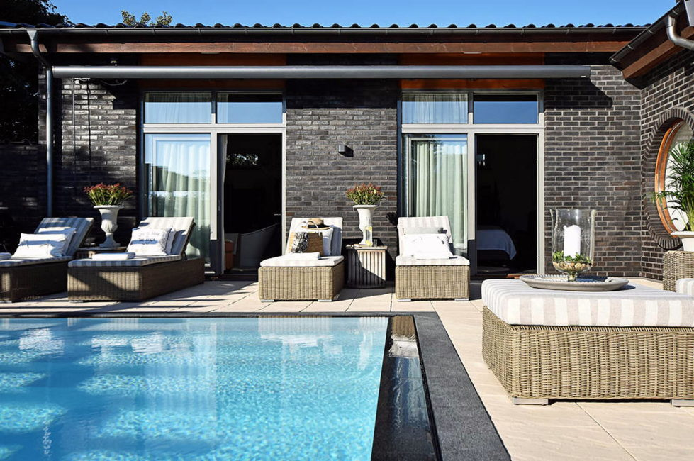 Dream house for sale with luxury pool and river life hidden in the courtyard 5
